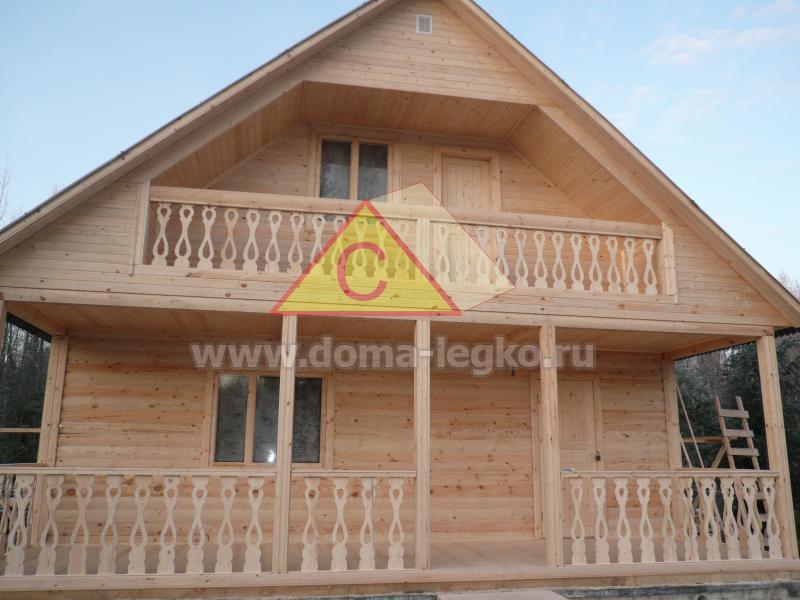 красивый дом с террасой и балконом 8х8